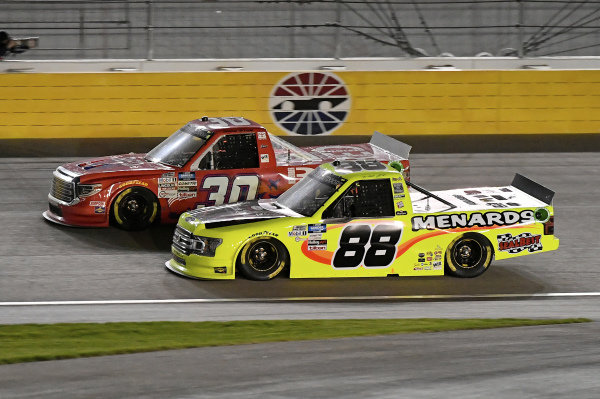 #30: Brennan Poole, On Point Motorsports, Toyota Tundra RememberEveryoneDepoloyed.org, #88: Matt Crafton, ThorSport Racing, Ford F-150 Damp Rid / Menards