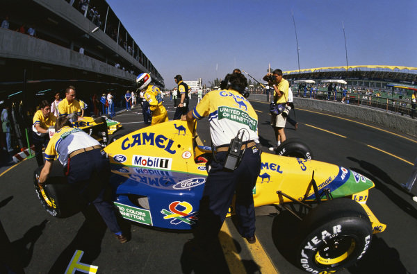 1992 Mexican Grand Prix. Mexico City, Mexico. 20th - 22nd March 1992. Michael Schumacher (Benetton B191B-Ford), 3rd position, pit lane action.  World Copyright: LAT Photographic.