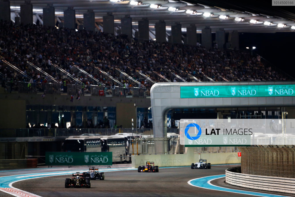 Yas Marina Circuit, Abu Dhabi, United Arab Emirates. Sunday 29 November 2015. Romain Grosjean, Lotus E23 Mercedes, leads Nico Hulkenberg, Force India VJM08 Mercedes, and Daniil Kvyat, Red Bull Racing RB11 Renault. World Copyright: Sam Bloxham/LAT Photographic ref: Digital Image _SBL9192
