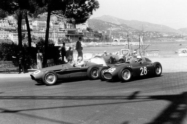 Monte Carlo, Monaco. 22 May 1955.Cesare Perdisa, Maserati 250F, retired, leads Luigi Villoresi, Lancia D50, 5th position, action.World Copyright: LAT PhotographicRef: Autosport b&w print