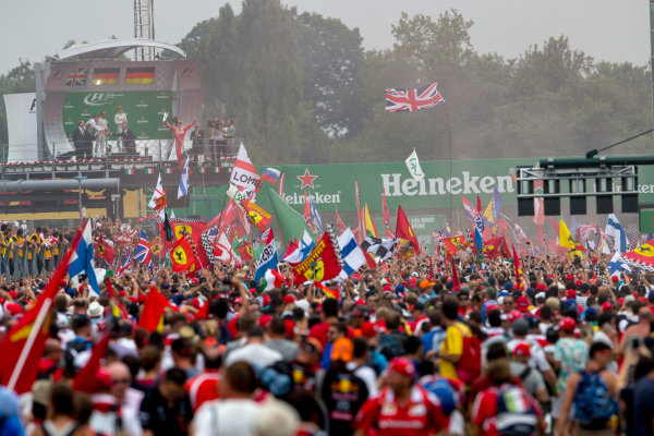 Autodromo Nazionale di Monza, Italy. Sunday 4 September 2016. A huge crowd of fans gather for the podium celebrations. World Copyright: Zak Mauger/LAT Photographic ref: Digital Image _X0W7085
