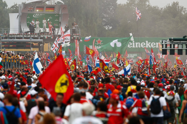 Autodromo Nazionale di Monza, Italy. Sunday 4 September 2016. Fans invade the track after the race for the podium celebrations. World Copyright: Zak Mauger/LAT Photographic ref: Digital Image _X0W7088