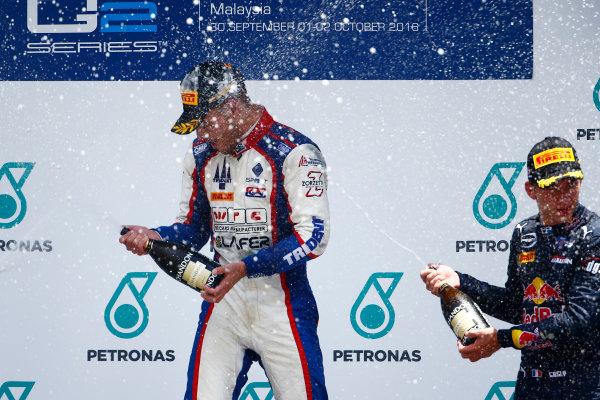 2016 GP2 Series Round 10. Sepang International Circuit, Sepang, Kuala Lumpur, Malaysia. Sunday 2 October 2016. Luca Ghiotto (ITA, Trident), Pierre Gasly (FRA, PREMA Racing)  Photo: Zak Mauger/GP2 Series Media Service. ref: Digital Image _X0W9646