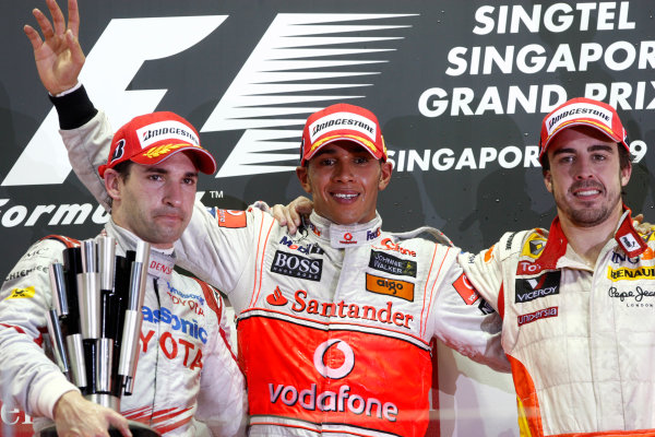 Marina Bay Circuit, Singapore. 27th September 2009. Lewis Hamilton, McLaren MP4-24 Mercedes. 1st position, Timo Glock, Toyota TF109, 2nd position, and Fernando Alonso, Renault R29, 3rd position, on the podium. Portrait. Podium.  World Copyright: Andrew Ferraro/LAT Photographic ref: Digital Image _H0Y0888