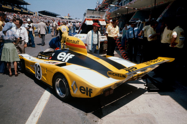 1976 Le Mans 24 hours. Le Mans, France. 12th - 13th June 1976. Jean-Pierre Jabouille/Patrick Tambay (Alpine Renault A442), retired, action.  World Copyright: LAT Photographic.
