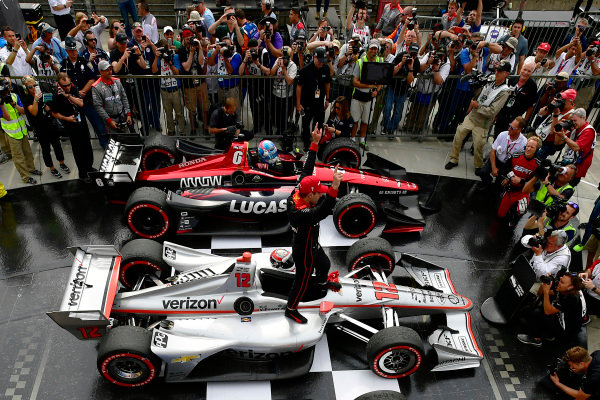 Will Power, Team Penske Chevrolet celebrates the win in Victory Lane