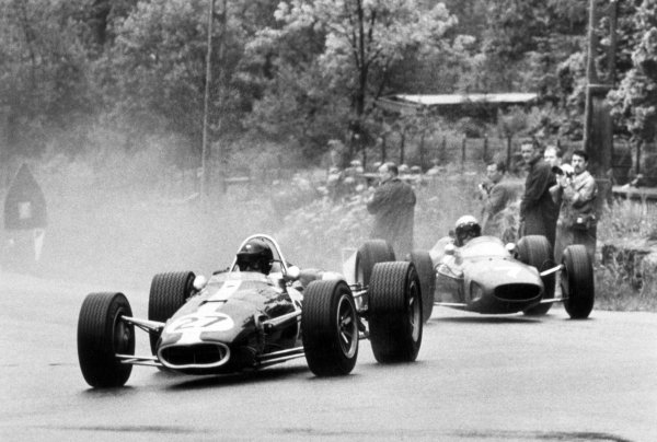 1966 Belgian Grand Prix.Spa-Francorchamps, Belgium. 12 June 1966.Dan Gurney, Eagle AAR101-Climax, not classified, leads Lorenzo Bandini, Ferrari 158/246, 3rd position, action.World Copyright: LAT PhotographicRef: Motor b&w print