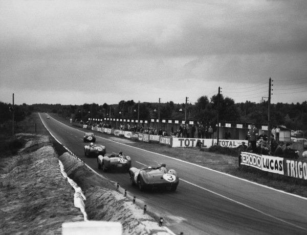Le Mans, France. 21st - 22nd June 1958 Tony Brooks/Maurice Trintignant (#3 Aston Martin DBR1/30), retired, follows Mike Hawthorn/Peter Collins (Ferrari 250 TR), retired, along the Mulsanne, action. World Copyright: LAT Photographic Ref: B/W Print.