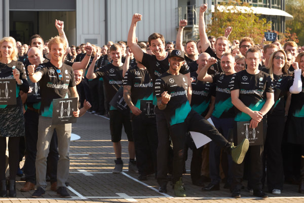 Mercedes AMG Constructors Championship Celebration Brackley, Northants, UK Monday 12th October 2015 Lewis Hamilton, Mercedes AMG, Nico Rosberg, Mercedes AMG, Paddy Lowe, Executive Director (Technical), Mercedes AMG and Toto Wolff, Executive Director (Business), Mercedes AMG line up with the team. World Copyright: Steve Etherington/LAT Photographic ref: Digital Image SNE12371