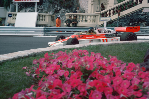 Monte Carlo, Monaco. 27th - 30th May 1976. James Hunt (McLaren M23-Ford), retired, action.  World Copyright: LAT Photographic.  Ref:  76 MON 56.