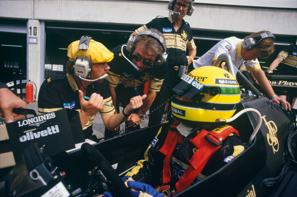 1985 Italian Grand Prix. Monza, Italy. 6th - 8th September 1985. Ayrton Senna (Lotus 97T-Renault) 3rd position, talks with race engineer, Steve Hallam and designer Gerard Ducarouge whilst Lotus team manager Peter Warr looks on, portrait.  World Copyright: LAT Photographic. Ref:  85ITAd