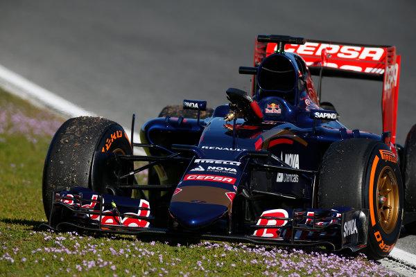 2015 F1 Pre Season Test 1 - Day 1 Circuito de Jerez, Jerez, Spain. Sunday 1 February 2015. Carlos Sainz Jr, Toro Rosso STR10 Renault, parked on the side of the track. World Copyright: Glenn Dunbar/LAT Photographic. ref: Digital Image _W2Q7923
