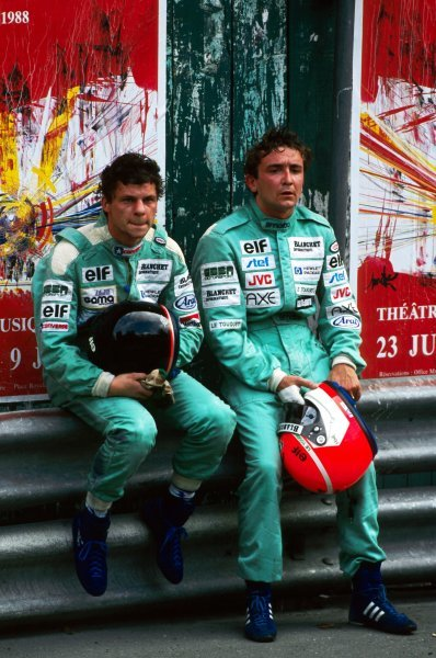 (L to R): Olivier Grouillard (FRA) GBDA sits with his team mate Michel Trolle (FRA) after they crashed together on lap 54. 
