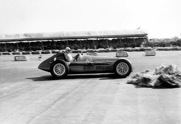 Silverstone, England.11-13 May 1950.Juan Manual Fangio (Alfa Romeo 158).Ref-Motor 716_14.World Copyright - LAT Photographic