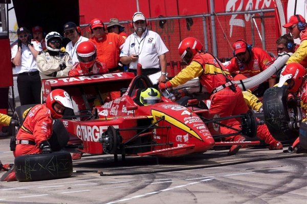 Rookie Bruno Junqueira (BRA) Chip Ganassi pits on his way to ninth place.Michigan 500, Brooklyn, Milwaukee, USA, 22 July 2001.