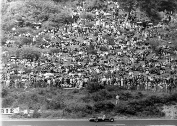 1965 French Grand Prix.Charade, Clermont-Ferrand, France.25-27 June 1965.Jackie Stewart (BRM P261), 2nd position, action.World Copyright - LAT Photographic.Ref: B/W Print.
