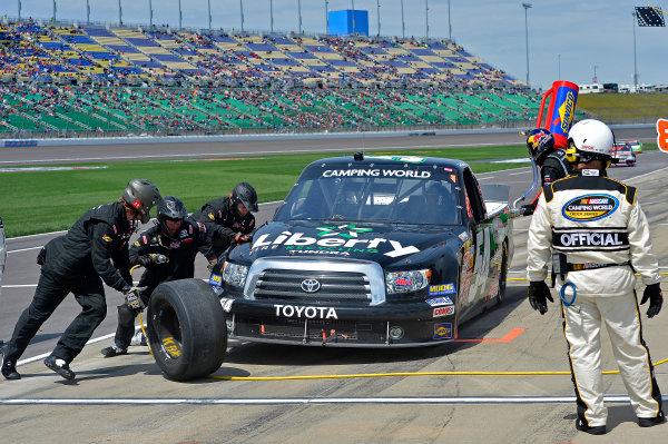 April 19-20, 2013, Kansas City, Kansas USA Darrell Wallace Jr. pitstop © 2013, Brian Czobat LAT Photo USA .