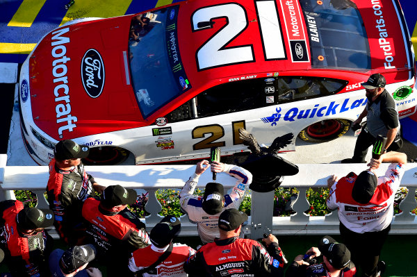 Monster Energy NASCAR Cup Series AXALTA presents the Pocono 400 Pocono Raceway, Long Pond, PA USA Sunday 11 June 2017 Ryan Blaney, Wood Brothers Racing, Motorcraft/Quick Lane Tire & Auto Center Ford Fusion wins. World Copyright: Rusty Jarrett LAT Images ref: Digital Image 17POC1rj_3685