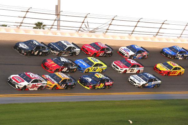 #20: Erik Jones, Joe Gibbs Racing, Toyota Camry Sport Clips and #14: Clint Bowyer, Stewart-Haas Racing, Ford Mustang Rush Truck Centers/Mobil 1