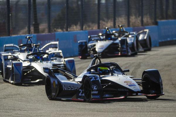 Oliver Rowland (GBR), Nissan e.Dams, Nissan IMO1, leads Felipe Massa (BRA), Venturi Formula E, Venturi VFE05
