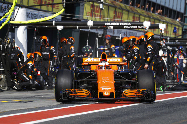 Stoffel Vandoorne (BEL) McLaren MCL32 pit stop at Formula One World Championship, Rd1, Australian Grand Prix, Race, Albert Park, Melbourne, Australia, Sunday 26 March 2017.