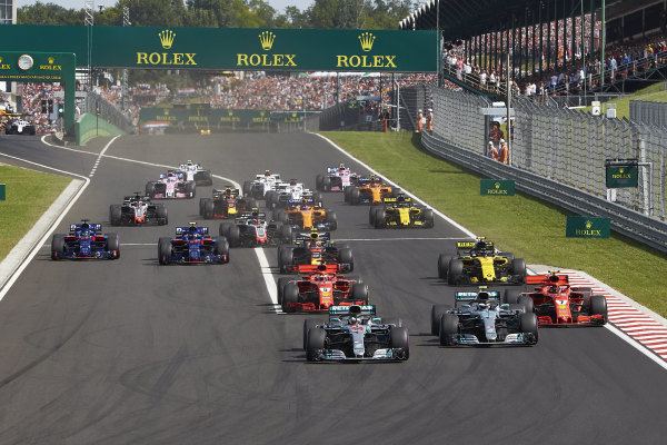 Lewis Hamilton, Mercedes AMG F1 W09, leads Valtteri Bottas, Mercedes AMG F1 W09, Kimi Raikkonen, Ferrari SF71H, Sebastian Vettel, Ferrari SF71H, Nico Hulkenberg, Renault Sport F1 Team R.S. 18, Pierre Gasly, Toro Rosso STR13 Honda, Brendon Hartley, Toro Rosso STR13 Honda, and the rest of the field at the start of the race.