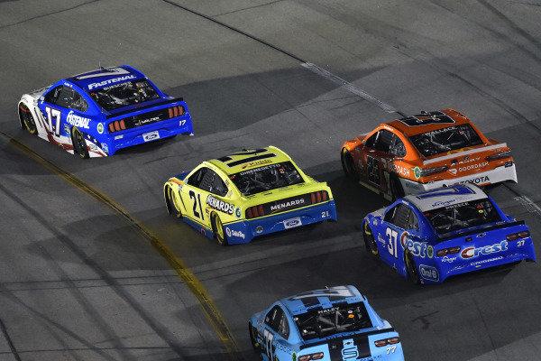 #17: Chris Buescher, Roush Fenway Racing, Ford Mustang Fastenal and #21: Matt DiBenedetto, Wood Brothers Racing, Ford Mustang Menards/Dutch Boy