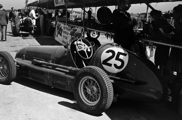 Roy Salvadori's Maserati 4CL in the pits.