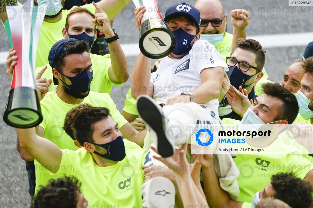 The AlphaTauri team celebrate victory with Pierre Gasly, AlphaTauri, 1st position, after the race