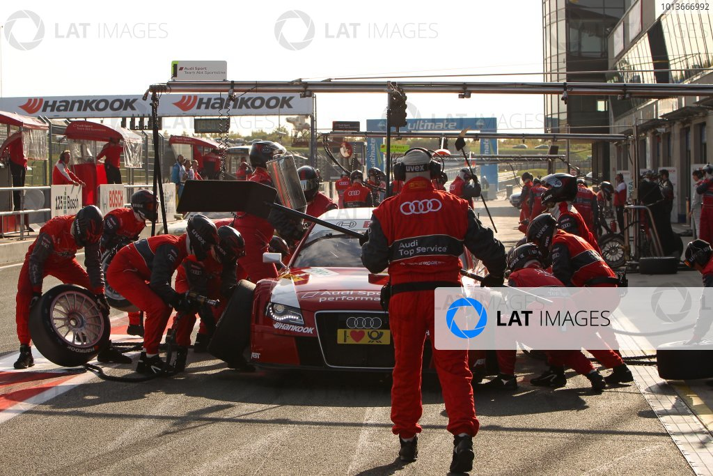 Oliver Jarvis (GBR), Audi Sport Team Abt, Audi Performance A4 DTM (2009), makes a pit stop.