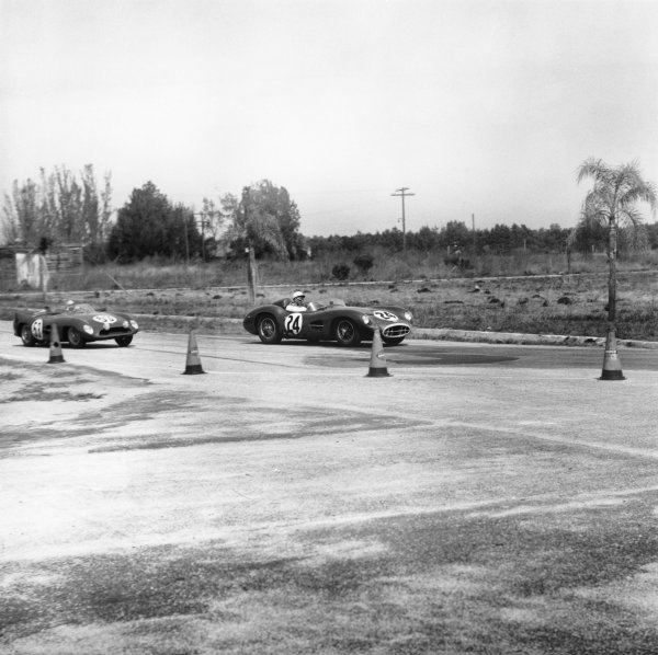 Sebring, Florida, USA. 22nd March 1958. Stirling Moss / Tony Brooks (Aston Martin DBR1), retired, action.World Copyright: LAT Photographic.Ref: Autocar Glass Plate C51227.