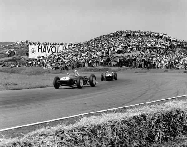 1960 Dutch Grand Prix. Zandvoort, Holland. 6th June 1960. Innes Ireland (Lotus 18-Climax), 2nd position leads Alan Stacey (Lotus 18-Climax), retired, action.  World Copyright: LAT Photographic. Ref: 6598.
