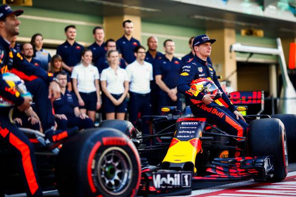 Yas Marina Circuit, Abu Dhabi, United Arab Emirates. Sunday 26 November 2017. Daniel Ricciardo, Red Bull Racing, and Max Verstappen, Red Bull. World Copyright: Andy Hone/LAT Images  ref: Digital Image _ONY2671