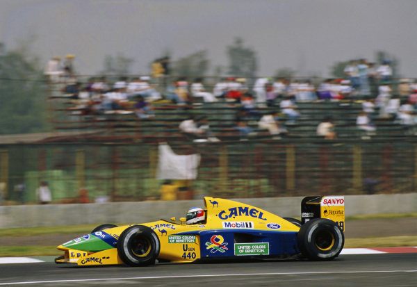 1992 Mexican Grand Prix. Mexico City, Mexico. 20th - 22nd March 1992. Michael Schumacher (Benetton B191B-Ford), 3rd position, action.  World Copyright: LAT Photographic.  Ref:  92 MEX 15.