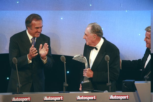 2006 Autosport AwardsGrosvenor House Hotel, London. 3rd December 2006.Sir Jack Brabham accepts his award from Carlos Reuteman and Steve Rider.World Copyright: Malcolm Griffiths/LAT Photographicref: Digital Image _MG_2395