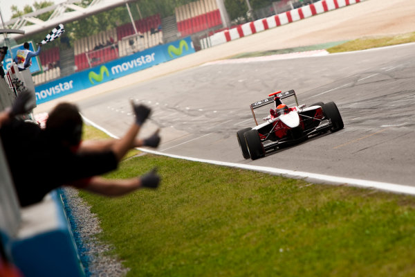 Circuit de Catalunya, Spain. 9th May 2010. Sunday Race. Alexander Rossi (USA, ART Grand Prix) celebrates victory in front of the team. Action. Photo: Drew Gibson/GP3 Media Service. Digital Image _Y9E0205