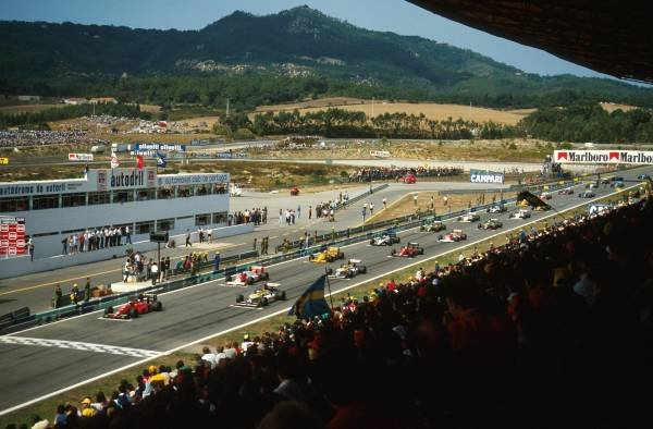 Cars wait on the grid for the start Portuguese Grand Prix, Estoril, 20th August 1987