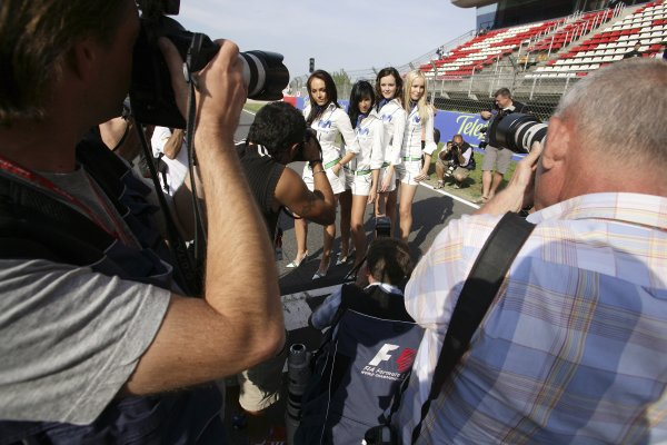2006 Spanish Grand Prix - Friday Practice Circuit de Catalunya, Barcelona, Spain. 11th - 14th May 2006 Telefonica Movistar grid girls, glamour. World Copyright: Charles Coates/LAT Photographic ref: Digital Image ZK5Y4942