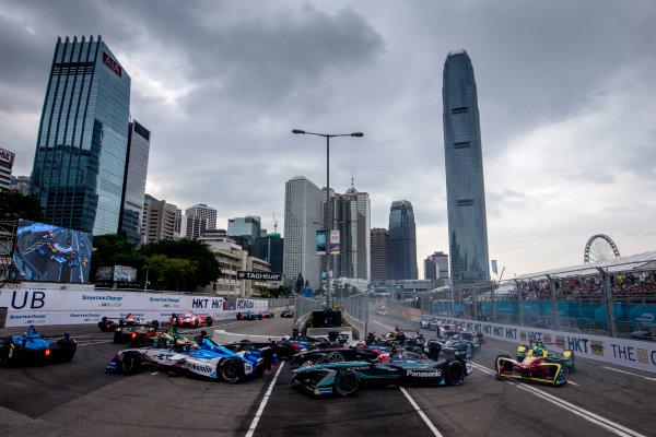 2016/2017 FIA Formula E Championship. Hong Kong ePrix, Hong Kong, China. Sunday 9 October 2016. Mitch Evans (NZL), Jaguar Racing, Spark-Jaguar, Jaguar I-Type 1 at the start of the race. Photo: Zak Mauger/LAT/Formula E ref: Digital Image _L0U2138