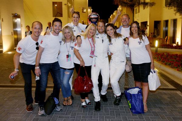 Yas Marina Circuit, Abu Dhabi, United Arab Emirates. Sunday 27 November 2016. Jenson Button, McLaren, celebrates retirement with his family and friends. World Copyright: Charles Coates/LAT Photographic ref: Digital Image DJ5R0270