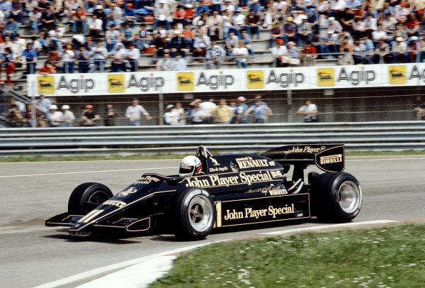 1983 San Marino Grand Prix.Imola, Italy.29/4-1/5 1983.Elio de Angelis (Lotus 93T Renault).Ref-83 SM 16.World Copyright - LAT Photographic