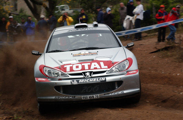 World Rally Championship, Rally of Argentina, May 17-20, 2002.Richard Burns during shakedown.Photo: Ralph Hardwick/LAT