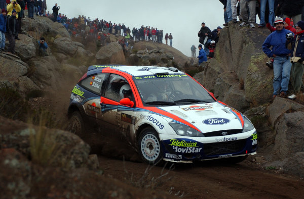 World Rally Championship, Rally of Argentina, May 16-19, 2002.Carlos Sainz drives through the rocks and spectators on stage 20.Photo: Ralph Hardwick/LAT