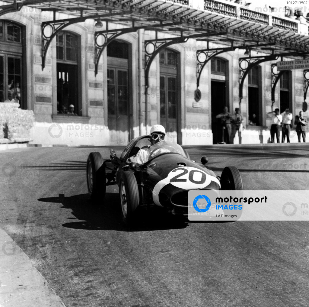 1958 Monaco Grand Prix.Monte Carlo, Monaco. 15-18 May 1958.Maurice Trintignant (Rob Walker Cooper T45 Climax) 1st position. Ref-1979.World Copyright - LAT Photographic