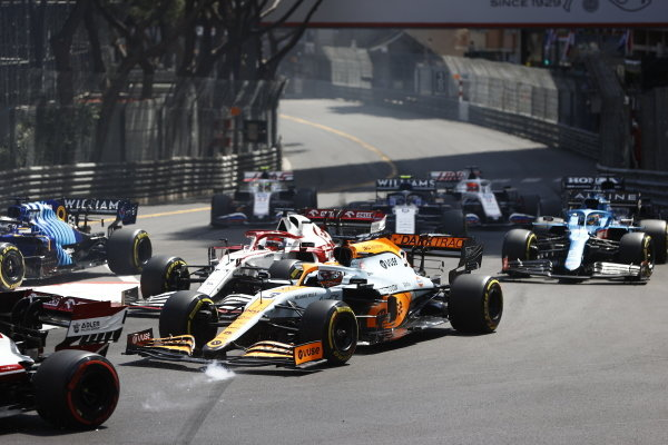 Daniel Ricciardo, McLaren MCL35M, leads Kimi Raikkonen, Alfa Romeo Racing C41, Fernando Alonso, Alpine A521, Nicholas Latifi, Williams FW43B, and the remainder of the field at the start