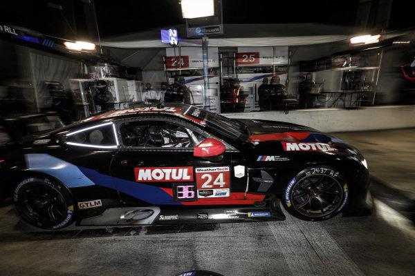 #24: BMW Team RLL BMW M8 GTE, GTLM: John Edwards, Jesse Krohn, Augusto Farfus, Marco Wittmann, pit stop