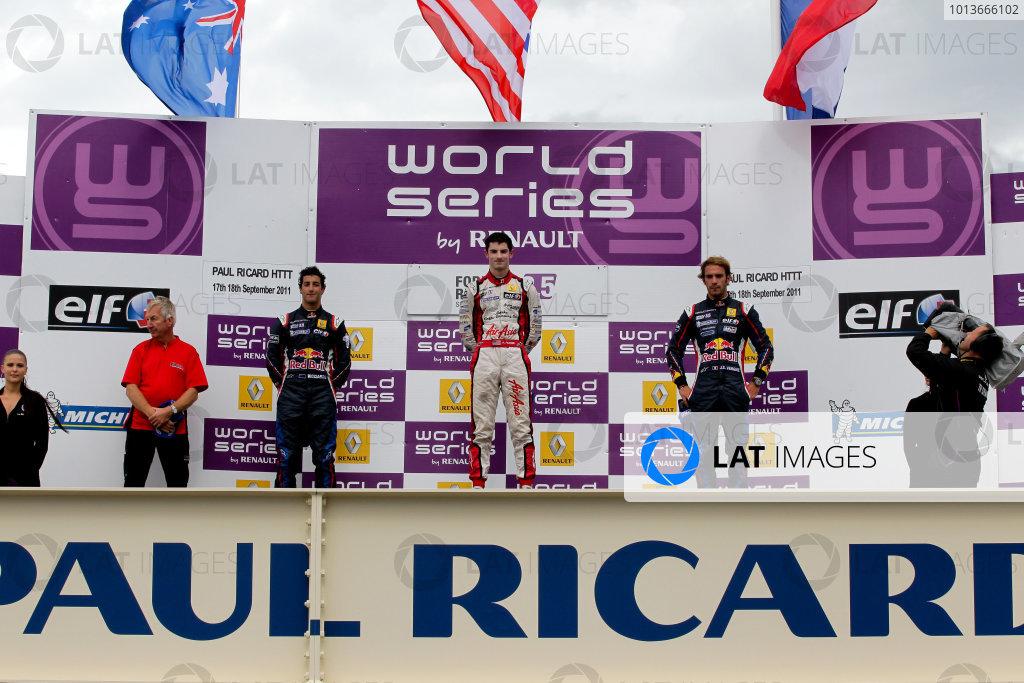PAUL RICARD (FRA) SEP 16 - 18 2011 - Round 6 of the Formula Renault 3 5 race 2011 at Paul Ricard. Jean Eric Vergne (FRA), #5 Carlin. Alexander Rossi (USA), #7 Fortec Motorsport. Daniel Ricciardo (AUS), #3 ISR. Podium (L>R). © 2011 Miguel Fonseca / LAT Photographic