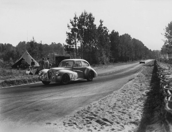 Le Mans, France. 25th - 26th June 1949.J. H. Bartlett/Nigel H. Mann (Healey - Riley), 13th position, action. World Copyright: LAT Photographic.Ref: Autocar Glass Plate C24768.