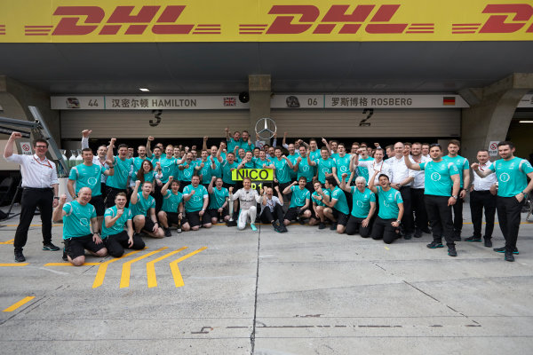 Shanghai International Circuit, Shanghai, China. Sunday 17 April 2016. Nico Rosberg, Mercedes AMG, 1st Position, and the Mercedes team celebrate victory after the race. World Copyright: Steve Etherington/LAT Photographic ref: Digital Image SNE22015