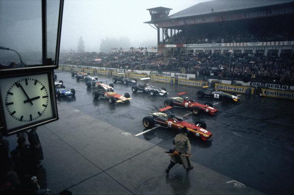 Jacky Ickx, Ferrari 312, on pole with team mate Chris Amon and Jochen Rindt, Brabham BT26 Repco, alongside.
